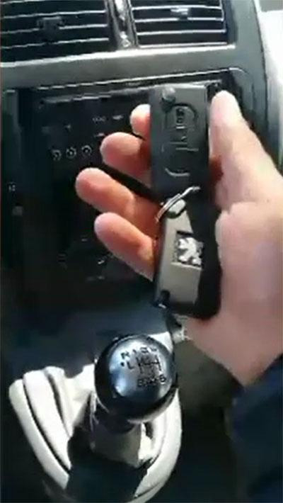 How to use XTOOL X100 PAD to read security code for Peugeot 17-4